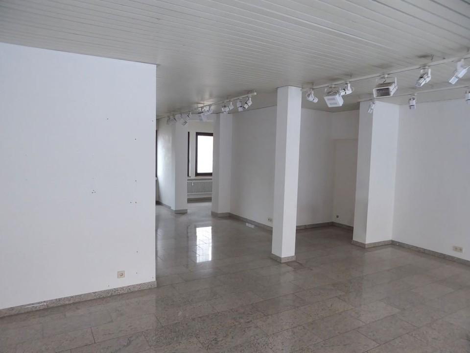 Laden-/Büro-/Praxisfläche